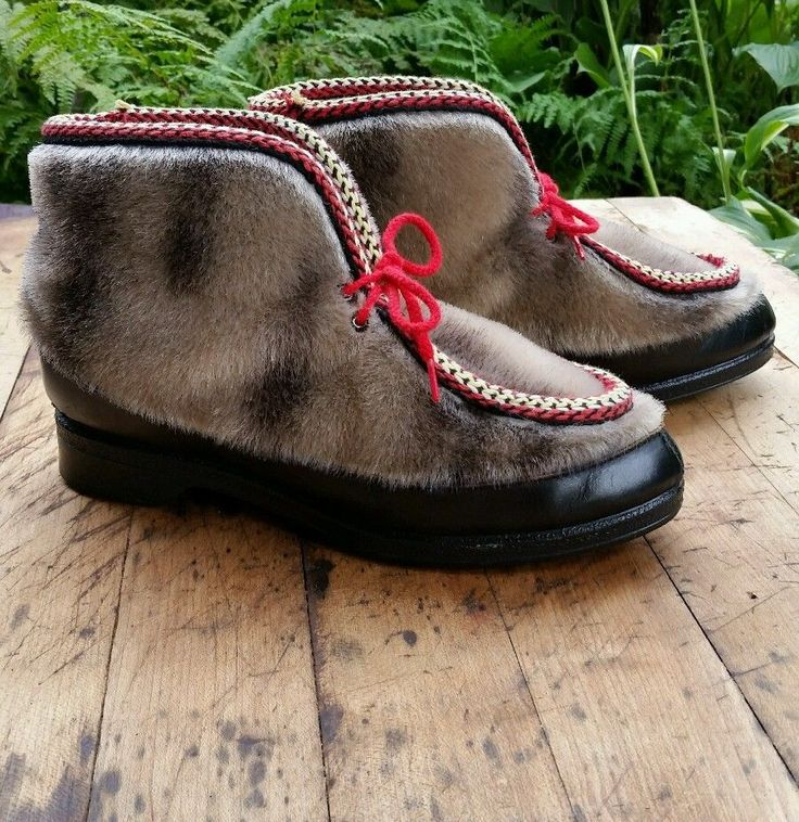 Fuzzy awesome winter boots Women's Celanese ARNAL Yodelers apres ski shoes boots faux fur black leather 7 #CelaneseARNEL #AnkleBoots #Skicoldweather