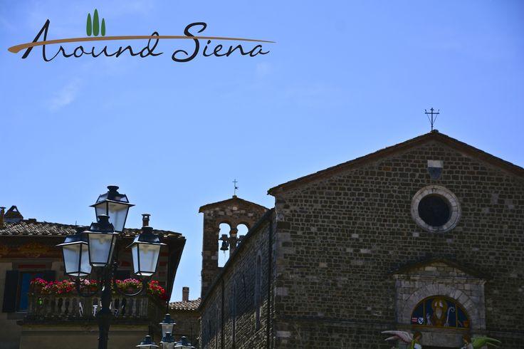 walking in Montalcino. Camminando per Montalcino