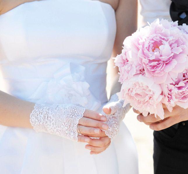 short gloves embroidered for brides a little 'rock.