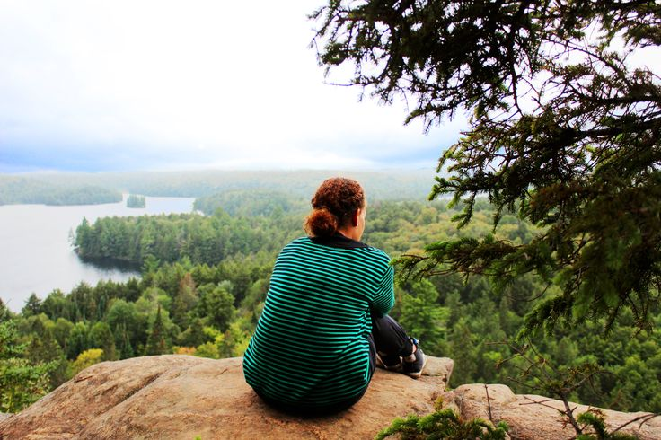 Sit on a rock overlooking Algonquin park feeling free ... and small. (picture: Christoffer Volf)