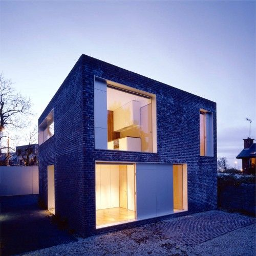 Alma Lane House / Boyd Cody Architects. I love the simplicity of the balance of well placed boxes.
