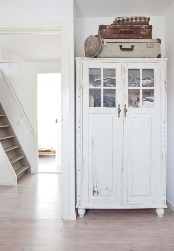 Back to basic Dorien KARWEI | De kleuren wit en zand geven het huis een mooi, natuurlijk en basic gevoel.