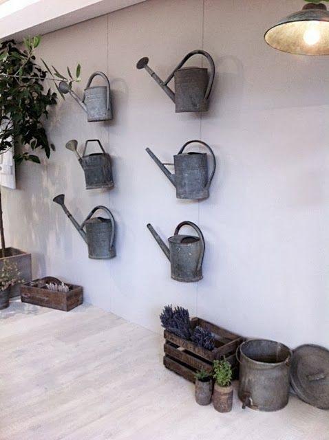 Vergelijkbare oude brocante zinken gieters te koop bij www.old-basics.nl webshop en grote loids vol brocante, vintage en industrieel