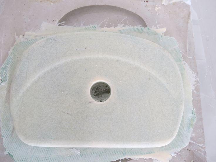 Desmolde de la pieza fabricada por el proceso de infusión de resina. Para mayor información, visita: www.carbonlabstore.com