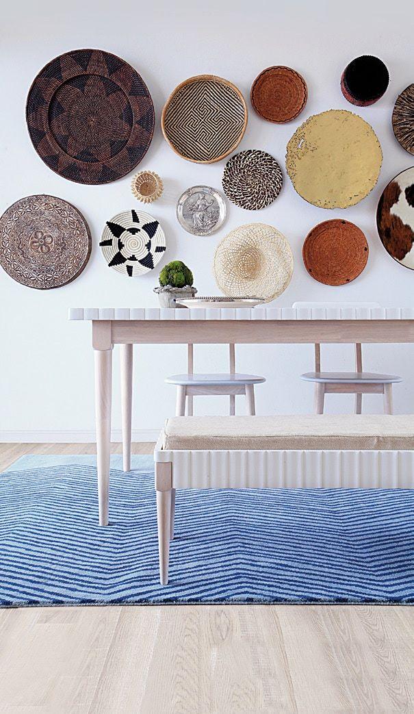 Redonda diversidad. Objetos circulares encontrados alrededor del mundo hallan su lugar en una superficie que se llena de vida y de color a partir de diseños y materiales distintos.