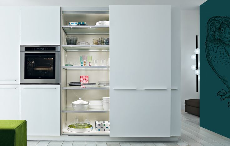 Tall units with bianco embossed lacquered coplanar doors, with lighted inner shelves in glass with aluminum edge.
