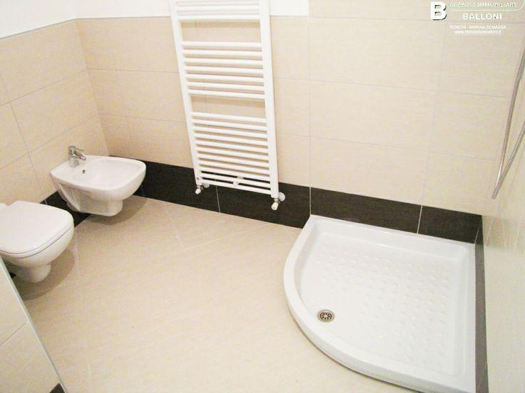 Bagno 1 di #Appartamenti in #vendita in condominio di nuova costruzione a due passi dal #mare a #MarinadiMassa. Rif A100