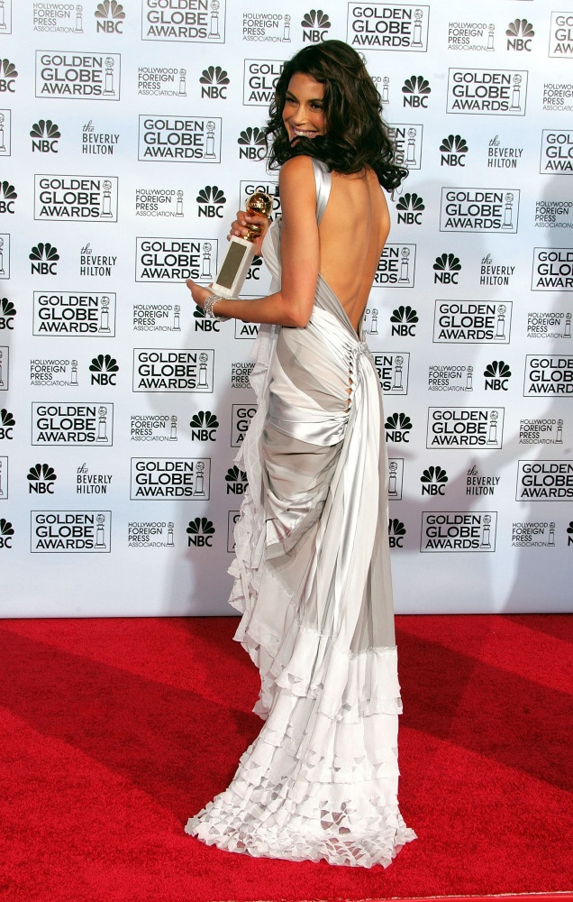Teri Hatcher in Donna Karan.  Golden Globe Awards, 2005. #sexyfilmactresses