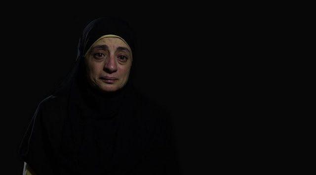 4 Tahun Tragedi Rabaa: Mereka Bakar Hidup-Hidup  Dr. Hanan Al-Amin sedang bertugas jaga di rumah sakit lapangan ketika pasukan keamanan menyerbu ruangan dan memerintahkan dirinya dan dokter lainnya keluar. Seorang pasien sedang berada di meja operasi dengan perut terbuka karena ada 6 peluru ada di liver perut bagian bawah dan rongga antara perut dan dada. Dia memberitahu aparat keamanan tidak dapat meninggalkan pasien sambil menunjukkan tiga pasien lainnya yang tergeletak membutuhkan bantuan…