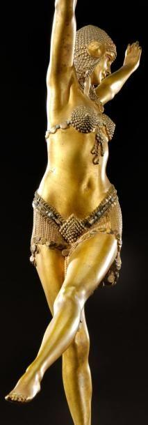 Demetre Haralamb Chiparus ( 16 septembre 1886 , Dorohoi , Roumanie - 22 janvier 1947 , Paris , France ) était un sculpteur de l'ère art déco . Il a vécu et travaillé à Paris . Chiparus...