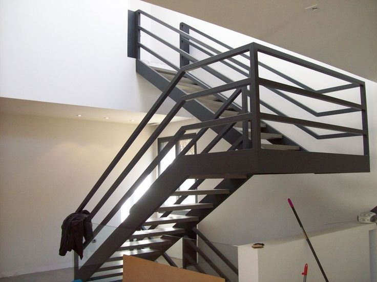 M s de 1000 ideas sobre escaleras de concreto en pinterest for Escaleras metalicas para interiores de casas