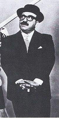Marcello Marchesi (Milano, 4 aprile 1912 – Cabras, 19 luglio 1978) è stato un comico, sceneggiatore, regista cinematografico e teatrale, paroliere e cantautore italiano. Fu anche giornalista, scrittore, autore di canzoni e cantante, autore di programmi televisivi e radiofonici, pubblicitario e talent scout (lanciò fra gli altri Sandra Mondaini, Gino Bramieri, Sofia Loren, Walter Chiari, Gianni Morandi, Cochi e Renato, Paolo Villaggio).