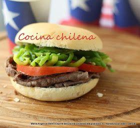 Sandwich Chacarero: un clásico chileno con carne frita en trozos delgados, tomate, porotos verdes y ají verde en pan marraqueta o frica. Delicioso y bastante sano.