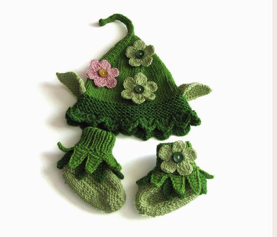 Knitting Pattern For Baby Elf Shoes : Elf hat and booties, knit baby green elf hat and booties / size newborn, 0-3M...