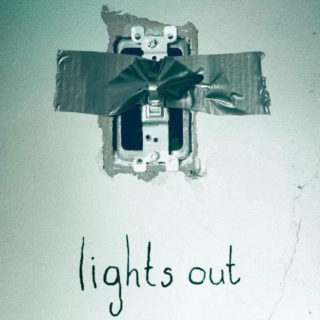 Kijk de eerste trailer voor Lights Out van regisseur David F. Sandberg. Lights Out draait vanaf 21 juli in de Nederlandse bioscopen.