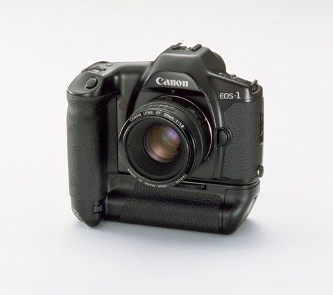 N°6: L'EOS-1 a été commercialisé en Europe en Septembre 1989.