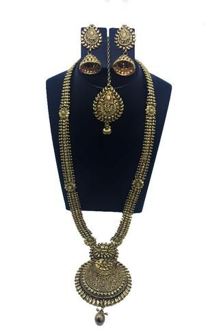 Royal traditional neck piece with jhumka ear rings and maang-tika