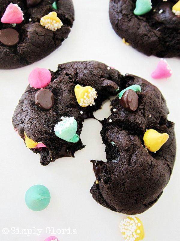 Triple Dark Chocolate Cookies - SimplyGloria.com #cookies
