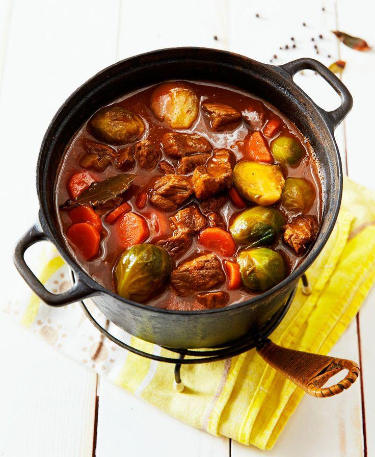 Hyvä lihapata syntyy hieman sitkeämmistä naudan, lampaan tai possun osista sekä kasviksista, joita voi vaihdella saatavuuden mukaan. Valitse oma suosikkisi!