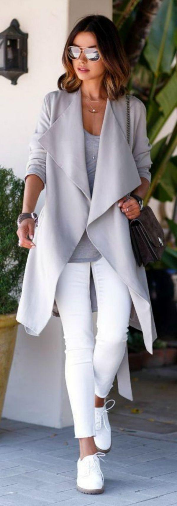 Herfst outfit met witte broek en grijze top