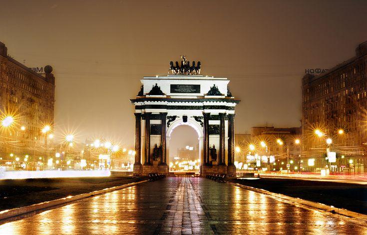 Московские Триумфальные ворота (Триумфальная арка) — сооружены в 1829—1834 годах в Москве в честь победы русского народа в Отечественной войне 1812 года.
