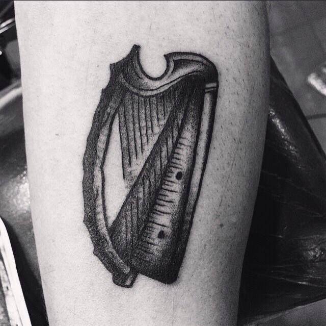 Arpa : grande simbolo di armonia spirituale. Nel sogni rappresenta la guarigione sia fisica che spirituale. Tattoo artist: il Corra Tatuaggio Traditional http://www.subliminaltattoo.it/prodotto.aspx?pid=08-TATTOO&cid=18  #arpa #subliminaltattoofamily #corradocarnevali #tattoo #tatuaggio #oldschooltattoo #tradizionale #ilcorra