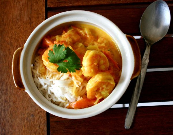 An easy, Mozambique-style curry.  http://myrubberspatulaandme.com/2015/04/03/nenas-prawn-curry/