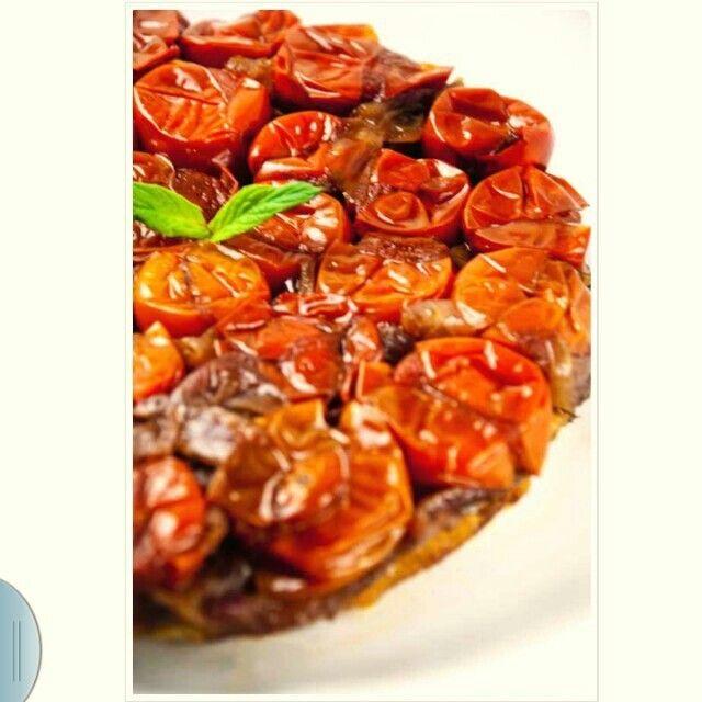 Domatesli karamelize soganlı tart..www.pelinlemutfaksohbeti.com