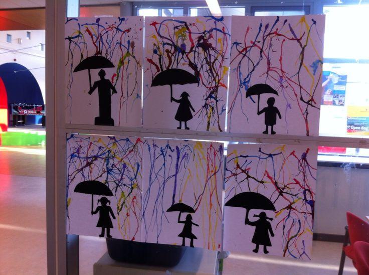 Silhouet maken van zwart papier en met ecoline regen naar beneden blazen met een rietje.