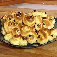 Lussekatter skal lages på luciadagen den 13. desember. Lussekatter lages med kardemomme og rosiner.