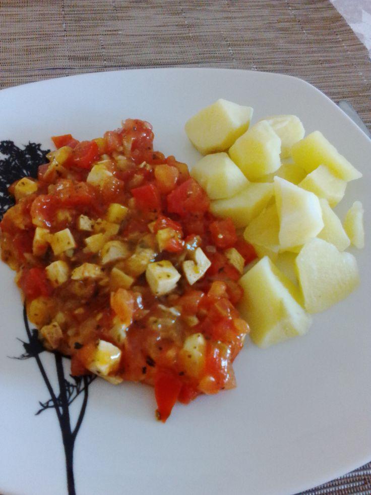 Tofu v rajčatové omáčce s bylinkami