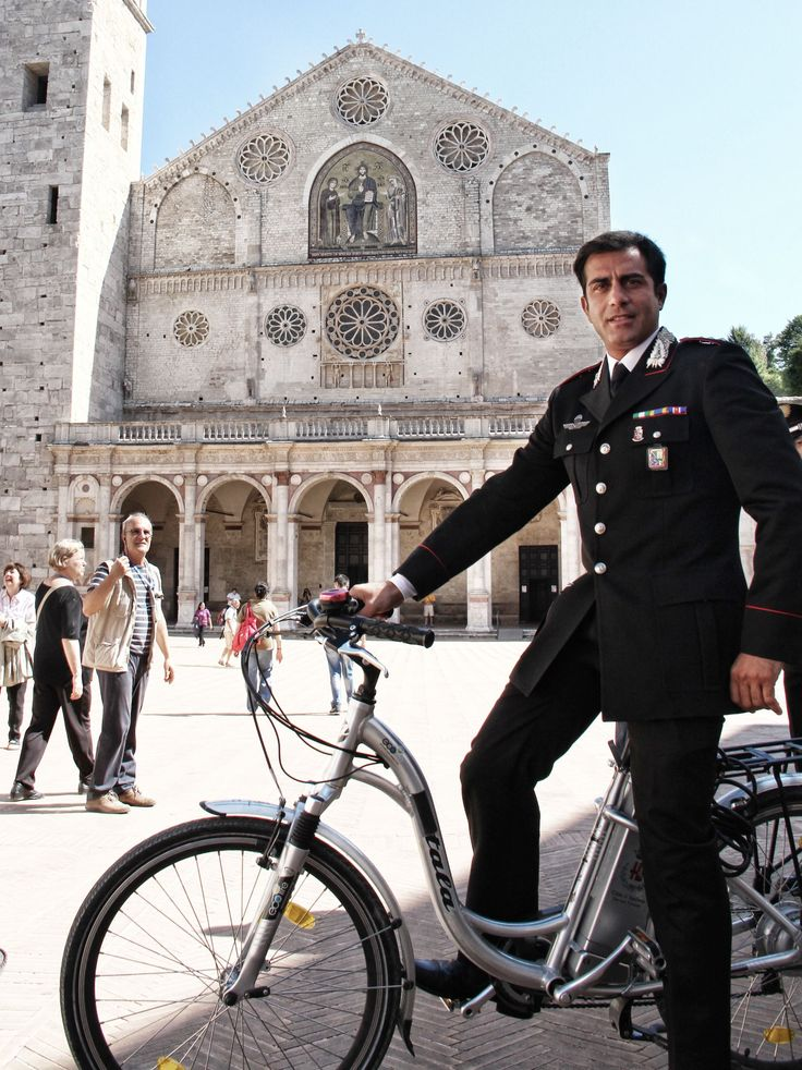 Shooting Don Matteo9 at Piazza Duomo in Spoleto. Simone Montedoro as captain Guilio Tommasi.