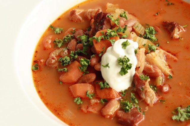 Fazolová polévka s uzeninou  http://www.veseleboruvky.cz/2013/04/fazolova-uzena-polevka.html