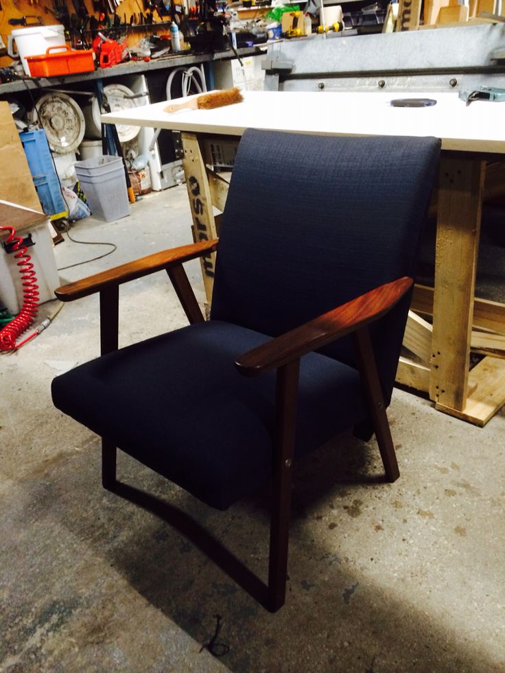 Ombetrukket gammel stol