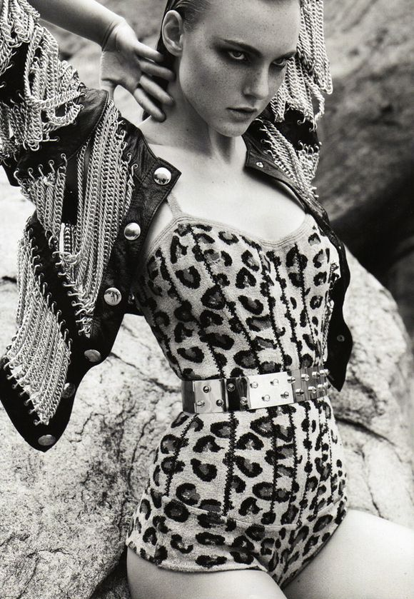Glam Rock Fashion - Portrait - Editorial - Black and White - Animal Print - Leopard Print - Photography - Pose Idea
