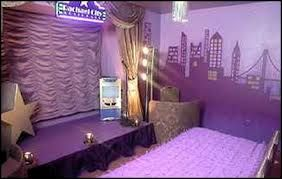 broadway themed bedroom - Google Search actually love this one!! Red would be better tho... I wish I had a million dollars so I could build my own house... This would be my bedroom....