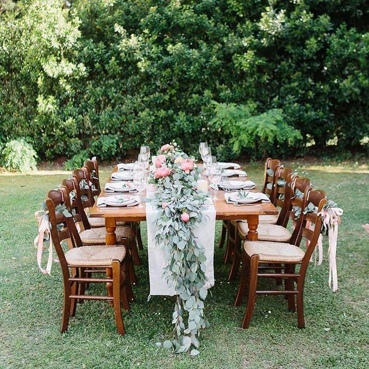 Мы постарались сделать наше оформление виллы в Тоскане в максимально тосканском стиле - много красивой серебристой зелени эвкалипта и молодой оливы, деревянные фактуры мебели, льняные салфетки и напероны, банкет на открытом воздухе.  Фото: @fotografoitalia #weddingcamp #свадьбазаграницей #свадьбавиталии #свадьбавтоскане #weddingitaly #wedding  #weddingtable #weddingtuscany #tuscanywedding #tuscany #sanminiato #обучениефлористике #флористикаидекор #курсыфлористики #weddingflowers