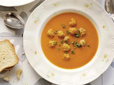 Tomatensoep met balletjes http://www.libelle-lekker.be/recepten/eten/17890/tomatensoep-met-balletjes-op-grootmoeders-wijze
