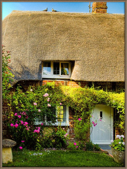 Thatched cottage in the village of Nether Wallop in Hampshire by Anguskirk, via Flickr