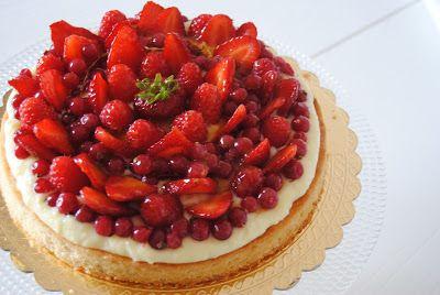 Crostata crema e frutti rossi http://3gufettisulcomo.blogspot.it/2016/05/organizzare-buffet-bimbi-crostate.html
