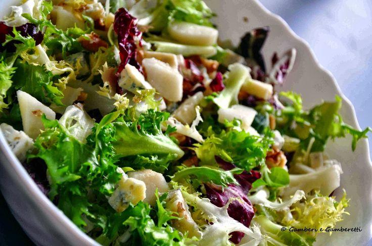 Friss saláta körtével és gorgonzolával