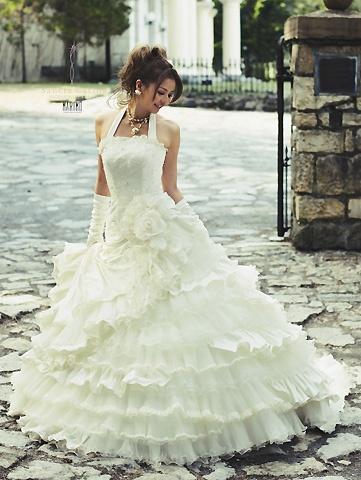 香里奈のウェディングドレス。やっぱりプリンセス+アシンメトリーは良いなぁと思わせてくれる可愛さ