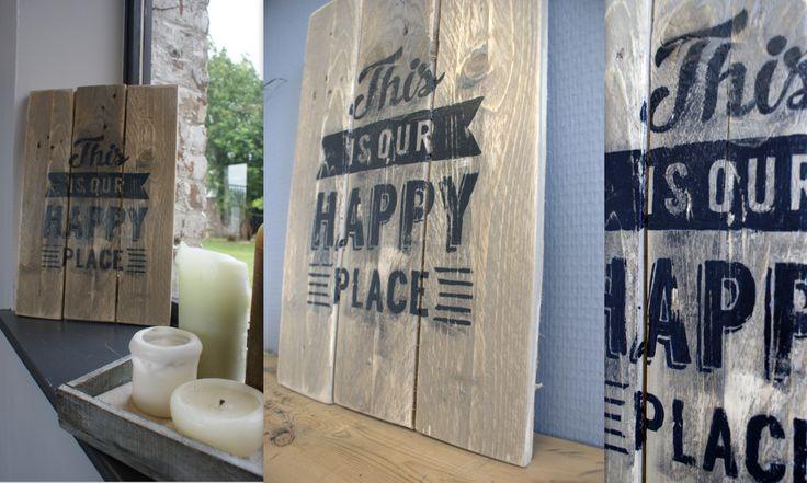 """DIY -DECO- Pancarte bois """"THIS IS YOUR HAPPY PLACE"""".  Fabriquée avec les planches d'une palette."""