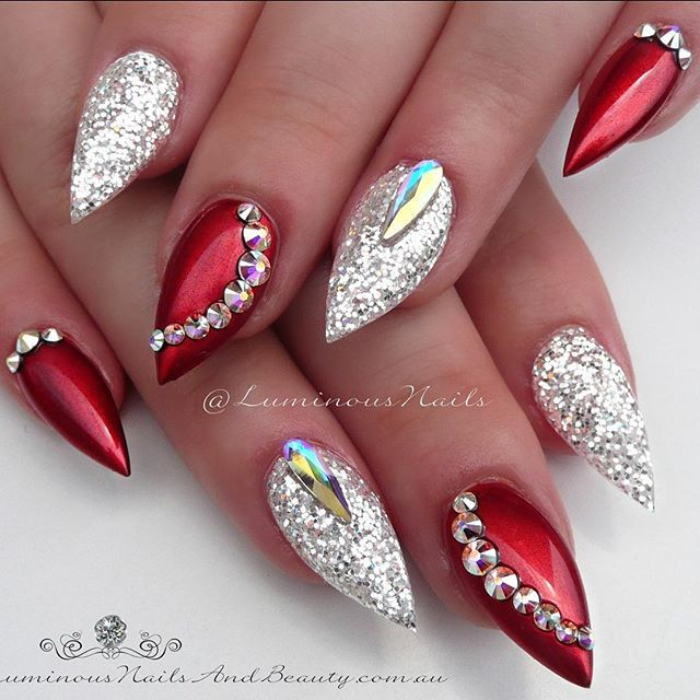 Christmas ❤️❤️❤️... ❤️Metallic Red/Glittery White.. #christmas #red #white #glitter #metallic #chrome #bling #sparkle #shimmer #shiny #glossy #quality #acrylicnails #gelnails #luminous #luminousnails #luminousnailsandbeauty #gold #queensland #australia #specialocassion #pretty #glamorous #nailart #nailartist #wowfactor