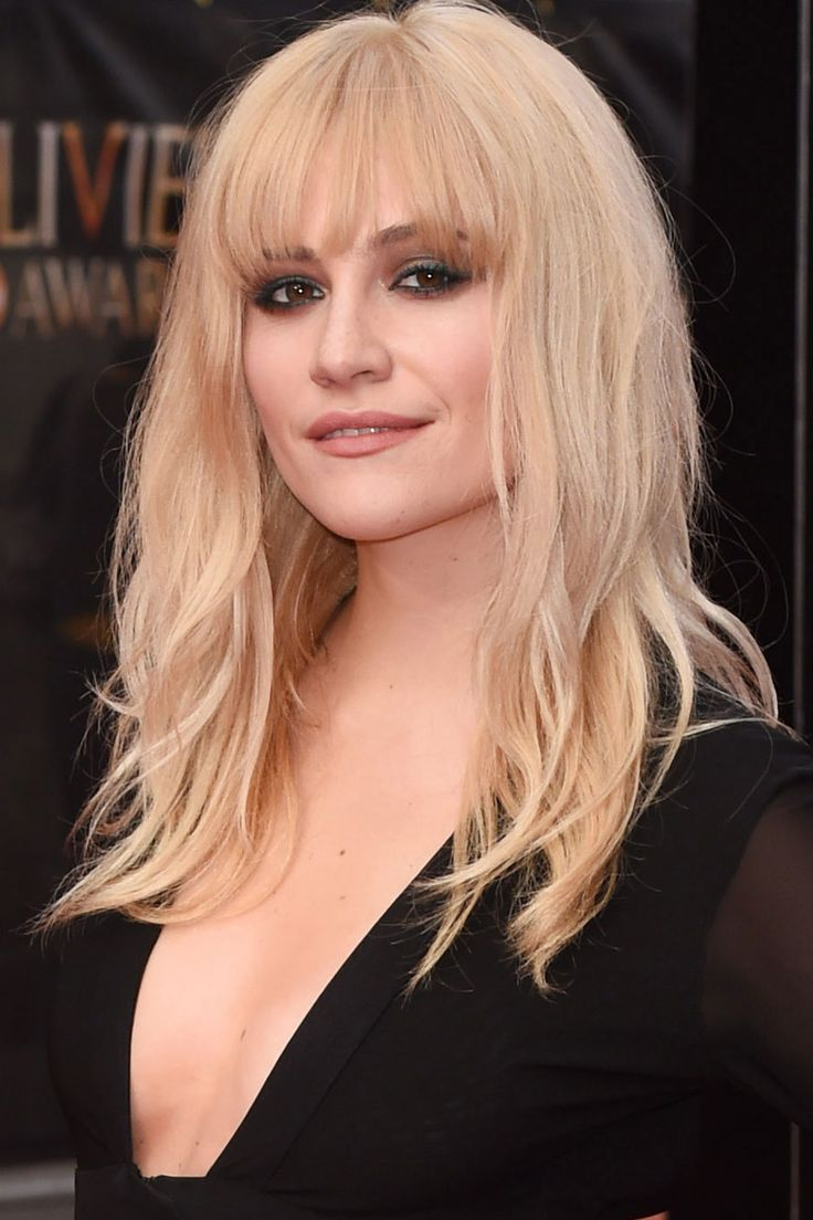 Pixie Lott debuted her new fringe at the Olivier Awards. Usually one for a low-key centre-parting, we're big fans of this voluminous 60s style.