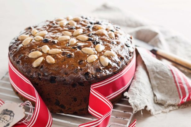 Easy Christmas cake http://www.taste.com.au/recipes/30325/easy+christmas+cake#