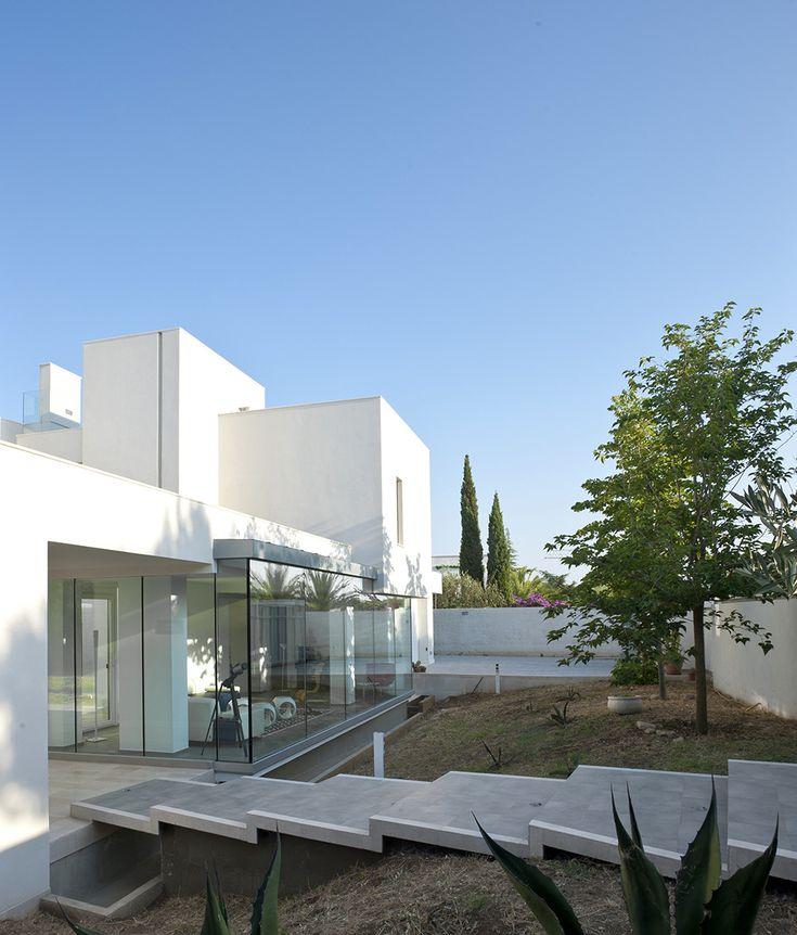 Contemporary Mediterranean Luxury Interior Designs: Mediterranean Luxury Comes In White: Villa Di Gioia By