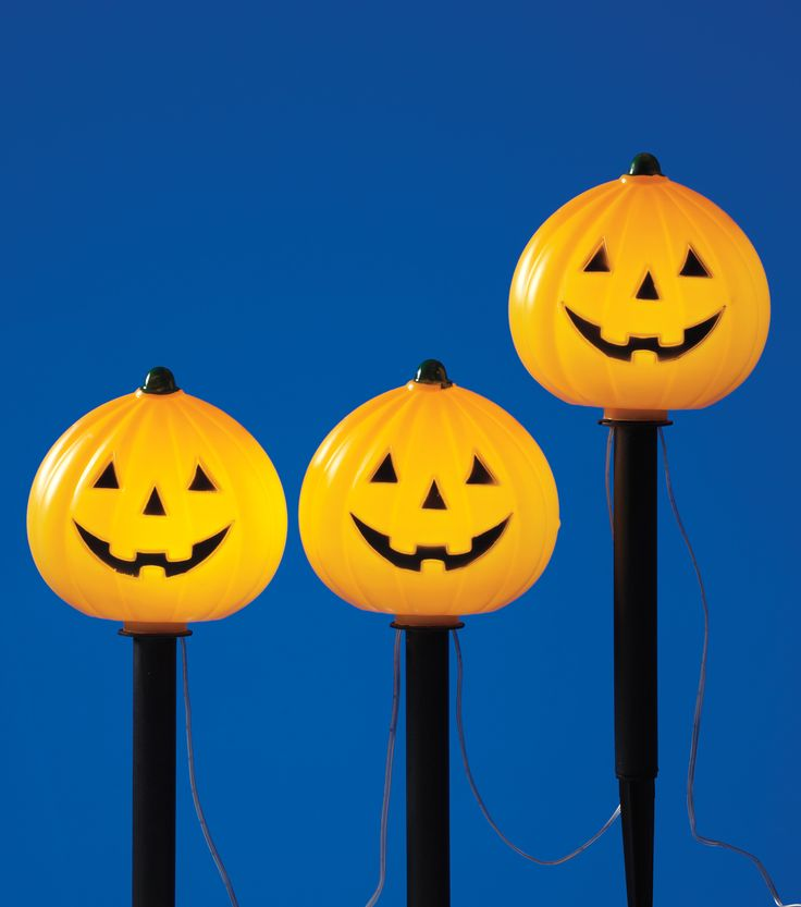 decorate your front lawn with halloween to light the