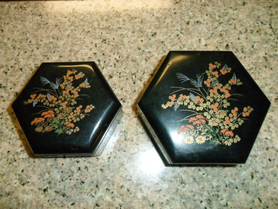 Two Vintage Plastic Jewelry Boxes by PandBTreasures on Etsy, $5.00