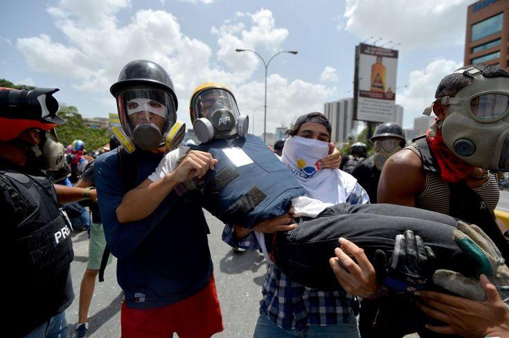 Sindicato Nacional de Trabajadores de la Prensa (SNTP) denunció que al menos tres profesionales de la comunicación resultaron heridos este viernes